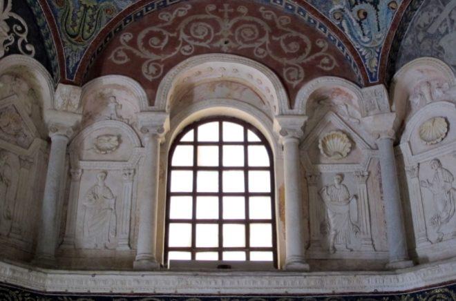 scultura in stucco battistero ortodossi ravenna